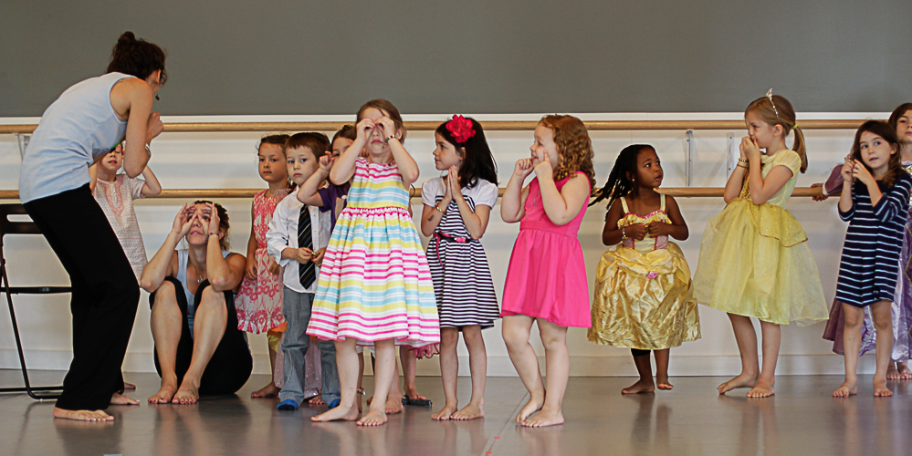 4-6 year olds play, sing and learn musicals at theatre summer camp