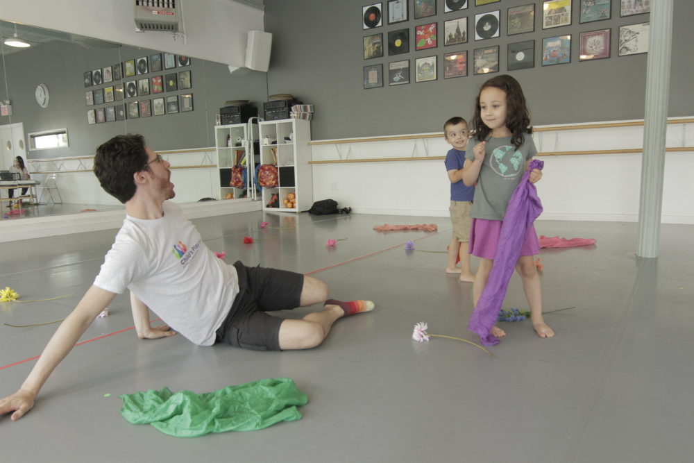 teaching artist playing theater game with 2 kids